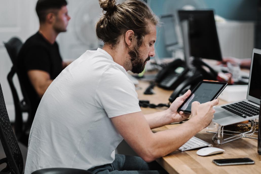 Nuevos estudios destacan cómo la IA está transformando la productividad de los empleados y acelerando los resultados del negocio - Olivia